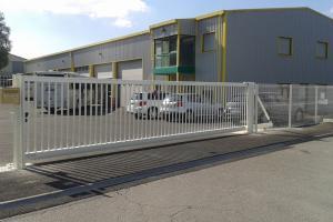 Menuiserie Cassin - Fermetures - Portail avec motorisation