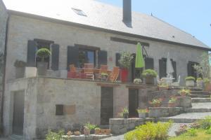 menuiserie-alu-gris-maison pierre