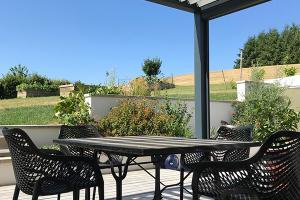 menuiserie-cassin-pergola-bioclimatique-exterieur-terrasse-soleil